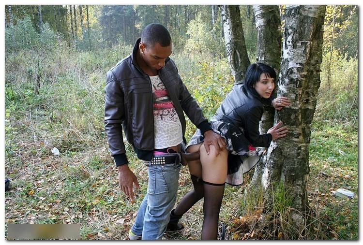 выебка шлюхи в лесу
