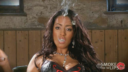 Download the smoking black woman