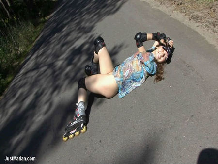 Girl + 18 on rollers - sexy vdeo