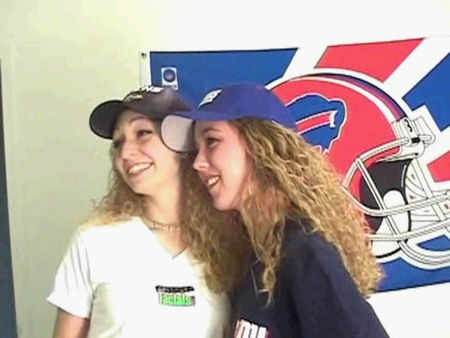 Two girlfriends show their tits - video