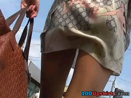 Beautiful ass of young girl - video spying on young girls