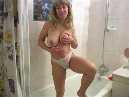 young pussy with big tits pissing in the bathroom