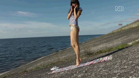 Sexy girl on the beach - hot video