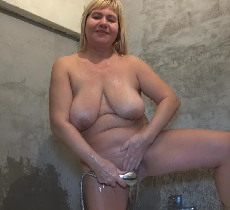 Gum jobbin grannies hot blonde