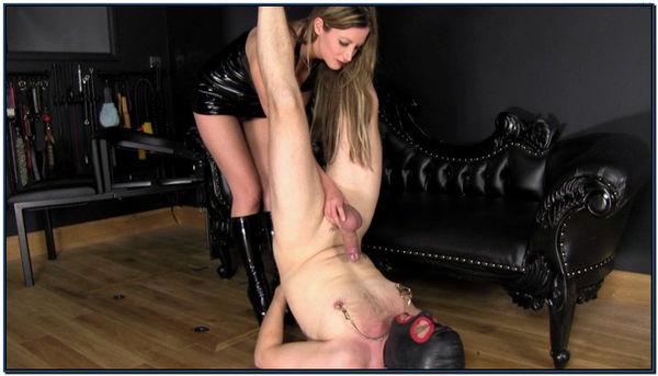 Nikki Spunk Shower Female Domination
