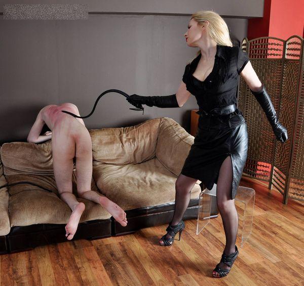 даже покорный раб слушается госпожу привлекательные