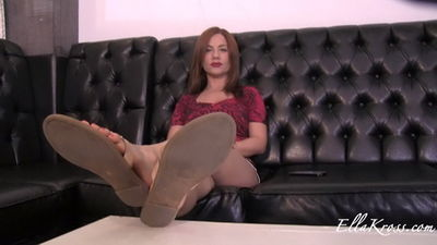 Ella Kross - Slave Demonstrates How to Worship My Feet!(violating his face)