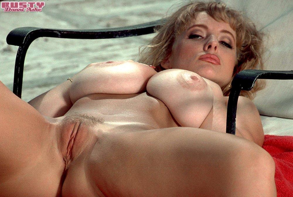 Layla sin naked