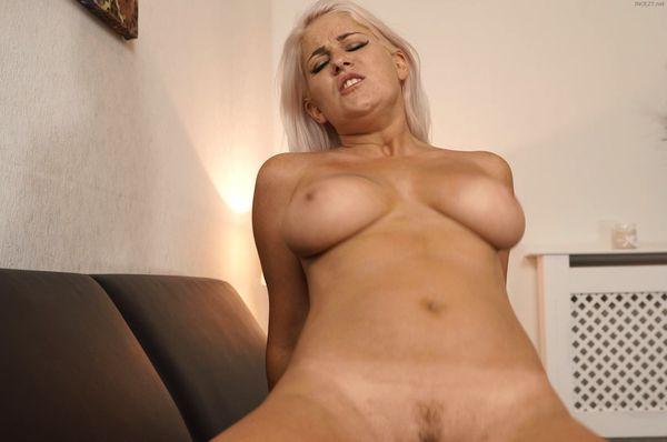 Blonde milf lu elissa in high heels 9