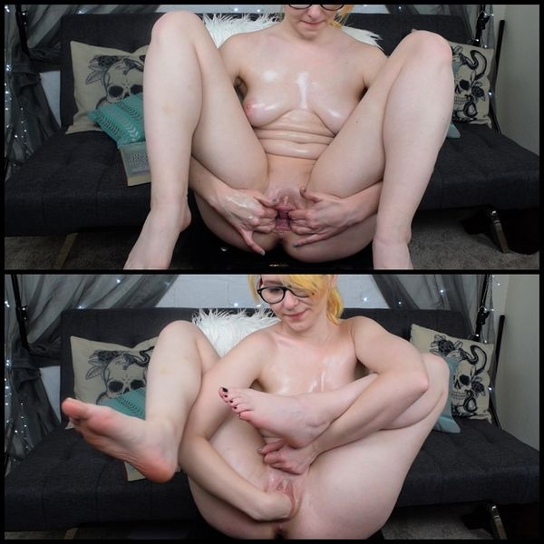 Alaska Moon Dildo Riding and Fisting